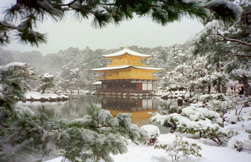 winter in kyoto dancing on temple tops. Black Bedroom Furniture Sets. Home Design Ideas